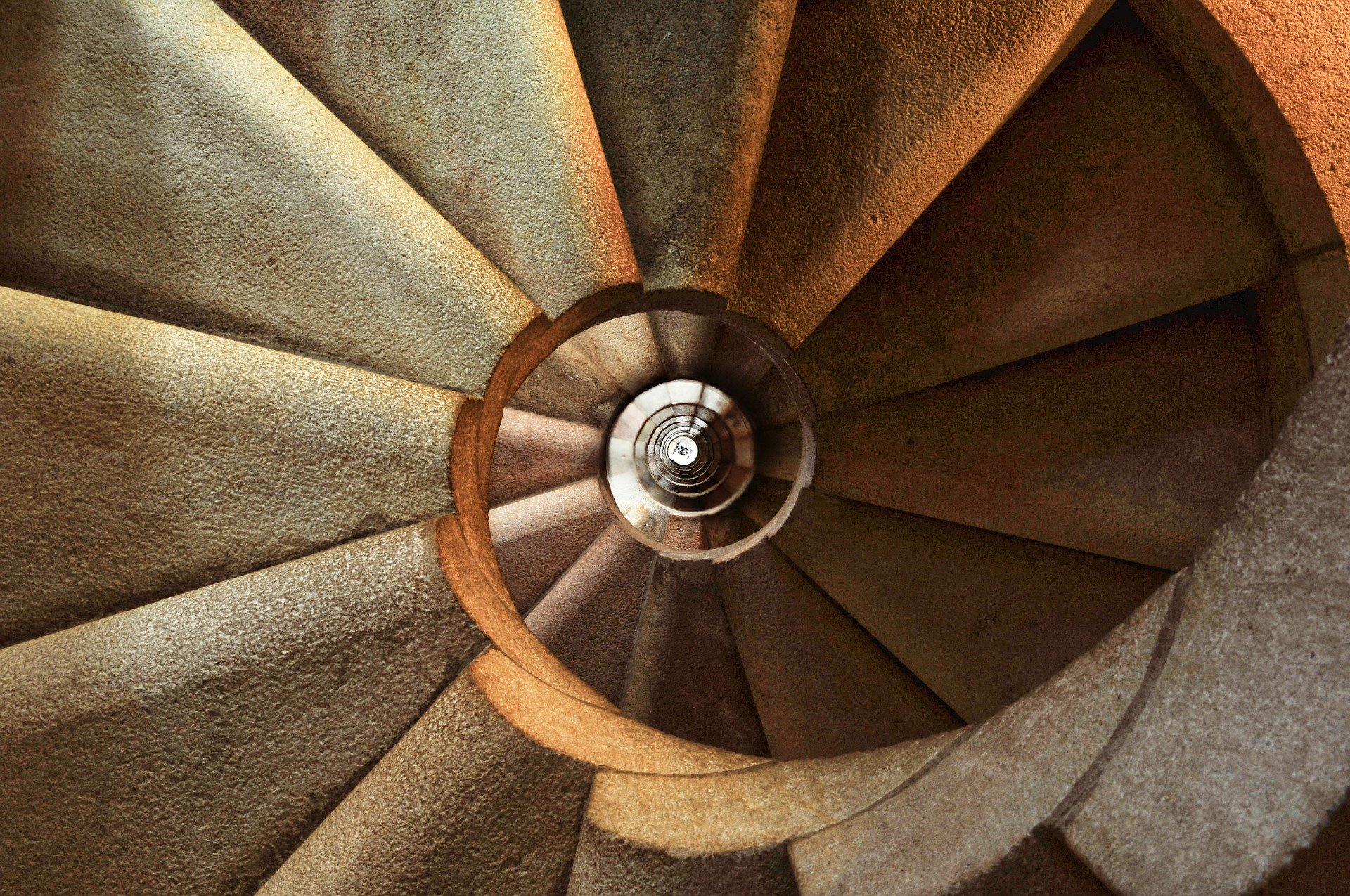 Spiral staircase showing steps to learn French