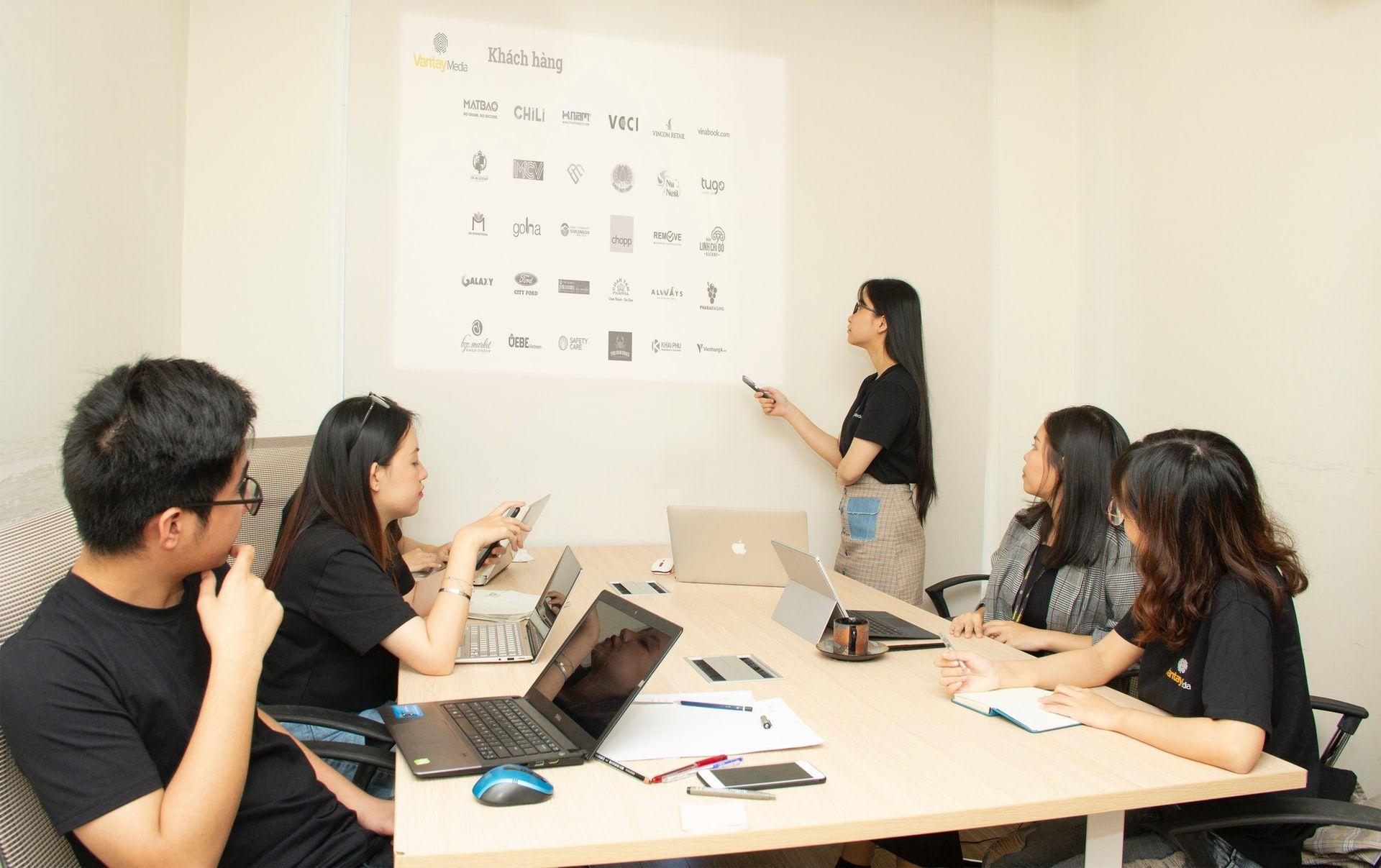 team meeting employee training