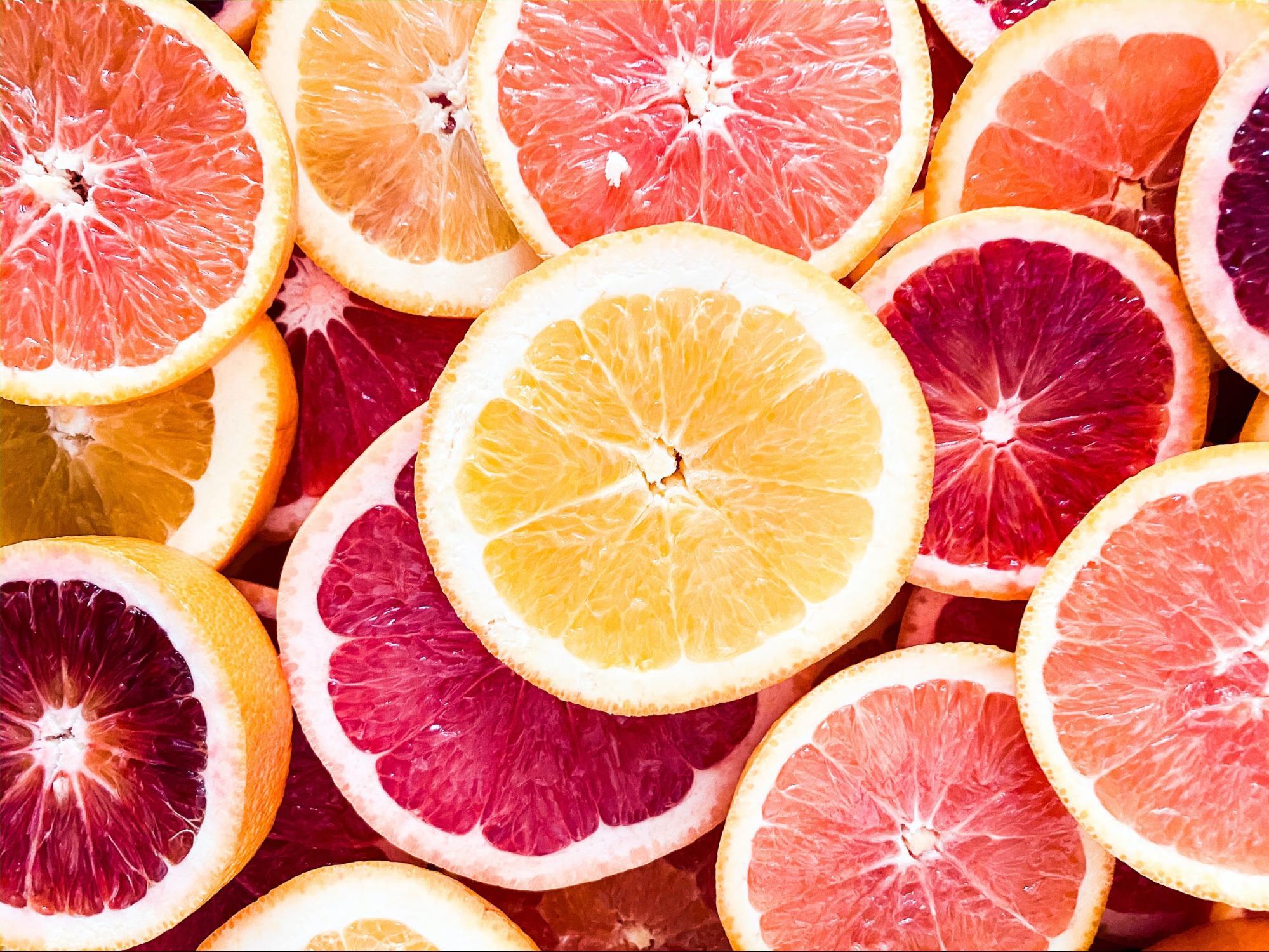 Slices of oranges and grapefruit